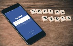 être soi ? Facebook nous pousse à pipauter : la preuve en video !