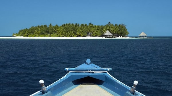 Sailing-to-a-Tropical-Island-600x337