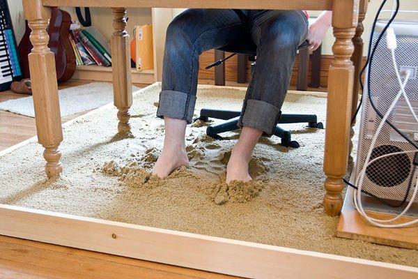travail-a-domicile-pieds-dans-le-sable